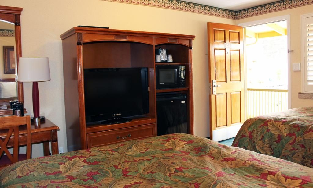bedroom tv rooms
